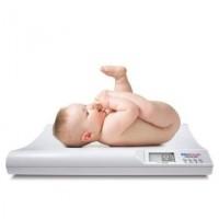 bebelus pe cantar 200x200 Cresterea in greutate a bebelusului in primul an de viata