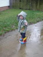 cizmulite de ploaie1 150x200 Copilul la 1 an si 9 luni