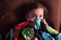 frica de intuneric 200x132 Fricile copilariei
