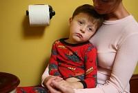 baietel molesit 200x135 Gastroenterita la copii: enteroviroza si enterocolita