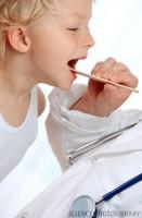 examinare 131x200 Rosul in gat la copii